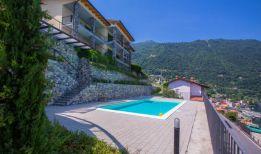cDe residence met zwembad en uitzicht op het Comomeer