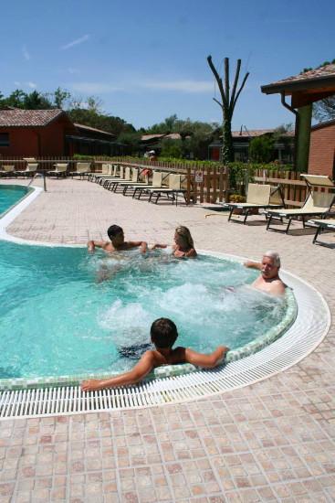 Zwembad met hydromassage