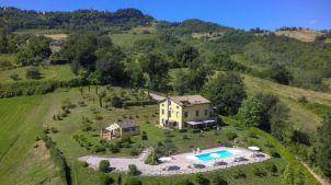 De villa (4 appartementen) met zwembad