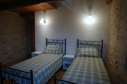 Slaapkamer met twee 1-persoonsbedden (appartement bovenverdieping)