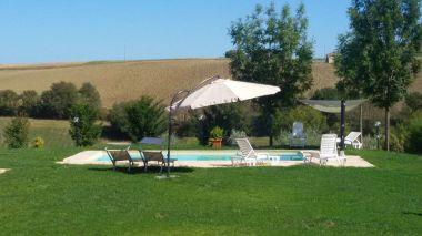 Grote tuin met prive-zwembad