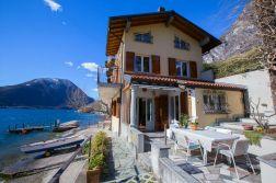 Het huis met groot terras en prive-strandje