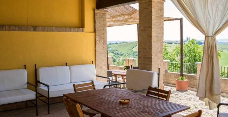 Wijnboerderij met zwembad in Le Marche, Italie