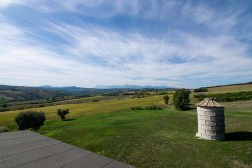 Terras met mooi uitzicht over de heuvels