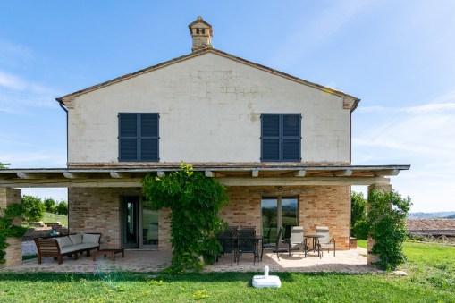 Het huis met tuin en terras