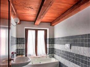 Appartement Iperico | Badkamer 2 met jacuzzibad