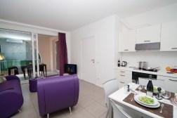 Appartement Edera 4 | Woonkamer met schuifdeur naar het prive-terras