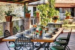 Groot overdekt prive-terras met buitenkeuken