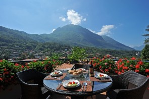 Balkon met uitzicht op de bergen