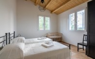 Slaapkamer 4 met twee 1-persoonsbedden huis 1