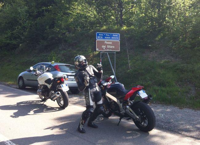 italiainpiega-pieghe-meravigliose-itinerari-moto-nord-italia-il-profumo-del-prosciutto crudo-di-parma-passo sillara