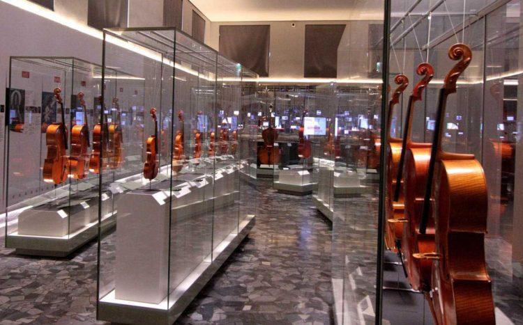 italiainpiega-pieghe meravigliose-itinerari moto pianura padana-unesco-cremona-museo del violino 2