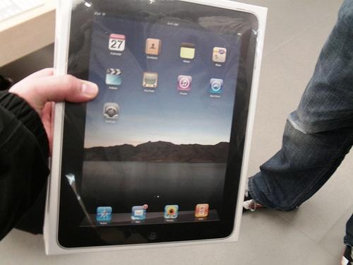 iPad Box 0001 Apple ha ufficialmente dichiarato di aver venduto 2 milioni di iPad in soli 60 giorni