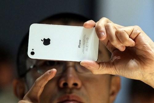 iphone4 deathgrip 500x333 iPhone 4 White: Troppi problemi di produzione, forse non arriverà mai in commercio