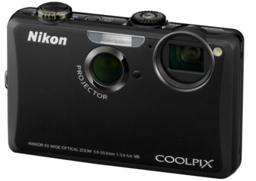 COOLPIX S1100pj 001 500x354 Nikon ha presentato COOLPIX S1100pj, la prima fotocamera digitale al mondo con proiettore integrato