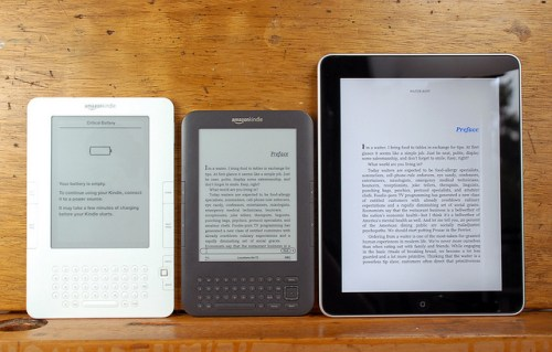 Kindle3 ipad 0001 500x319 Amazon: Kindle 3/DX in soli due mesi ha venduto oltre 2 milioni di esemplari