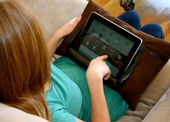 15 ePillow 580x417 Con ePillow utilizzi il tuo iPad in tutta comodità