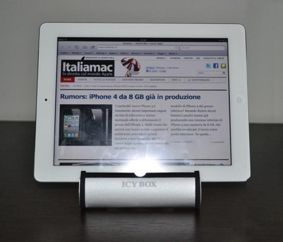 DSC0523 580x496 Icy Box IB i002, un elegante stand per iPad