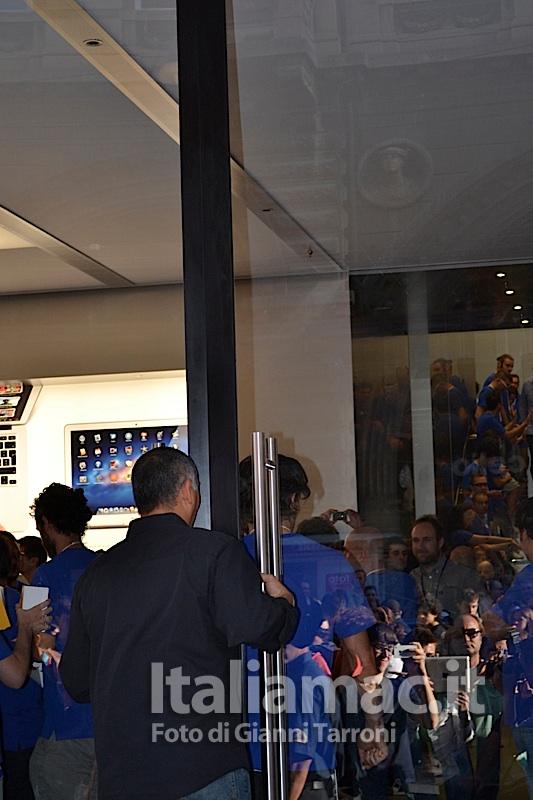 Apertura porte Il reportage di Italiamac dallApple Store di Bologna