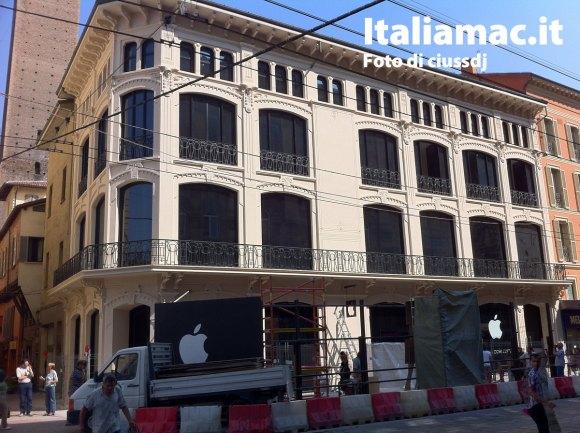 applestorebologna 580x433 Anteprima fotografica dellApple Store di Bologna