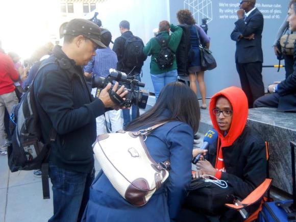 fila iPhone 580x435 Due ragazzi Americani in fila da 15 giorni per liPhone 4S