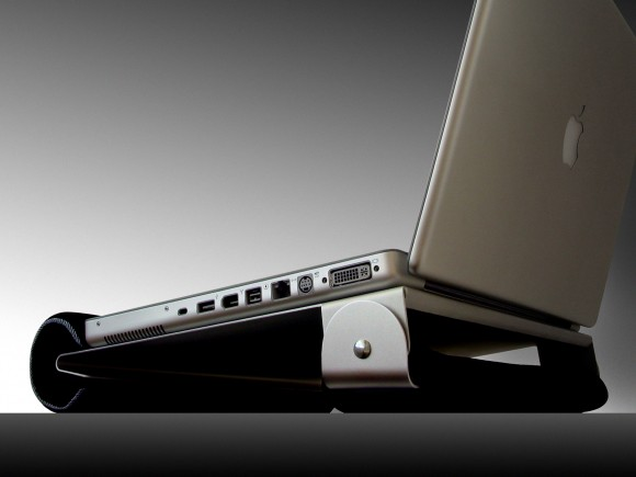 ilap back 580x435 iLap: una solida base per il nostro macbook