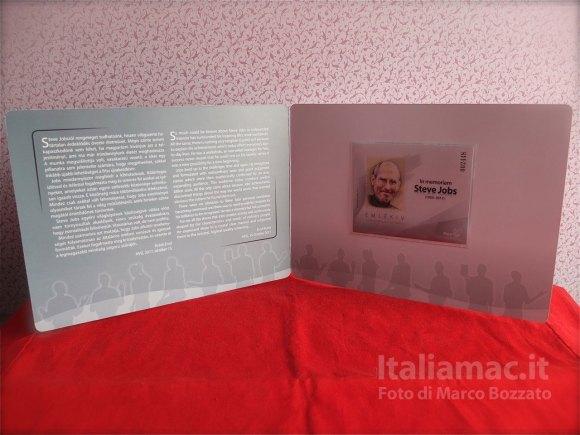 DSCF42971 580x435 Le foto dal vero del francobollo commemorativo di Steve Jobs della Magyar Posta, il servizio postale ungherese