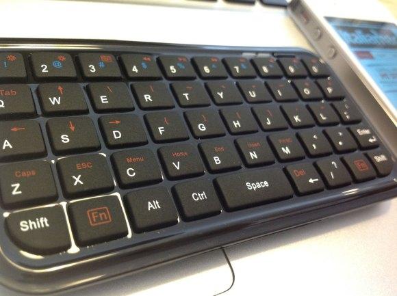 minibluetoothkeyboard zoom 580x433 Mini Bluetooth Keyboard per iPhone e iPad