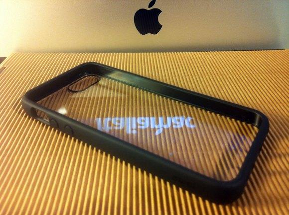 puroclearcovernera02 580x433 Cover iPhone 5 di Puro: Abbiamo provato la Clear e la Soft