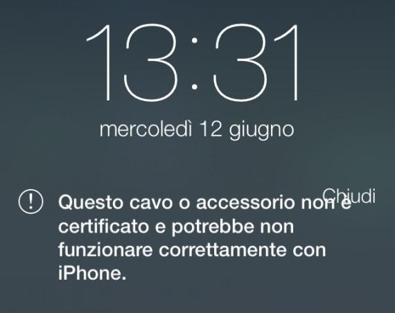 iOS 7 riconosce i cavi Lightning non originali1 iOS 7 riconosce i cavetti Lightning e accessori non originali e lo segnala allutente