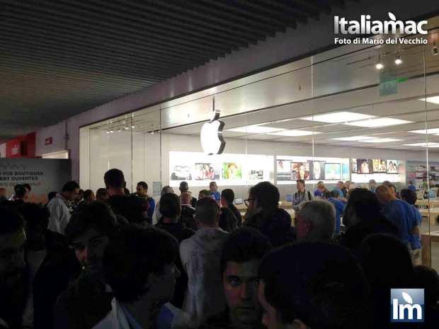 DayOne iPhone 5c 5s Nizza 05 620x465 Italiamac a Nizza, la coda della mattina del DayOne allApple Store