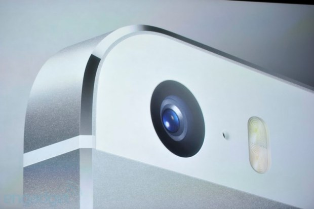 iphone2013 0141 620x412 Le prime immagini del nuovo iPhone 5s, in diretta dallevento di Cupertino di oggi