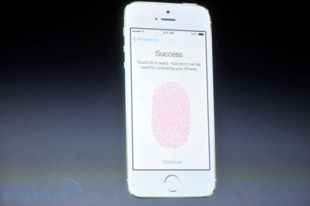 iphone2013 0206 620x412 Sul nuovo iPhone 5s il sistema di riconoscimento delle impronte digitali, le prime immagini