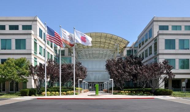 Apple Headquarters in Cupertino 620x365 Datagate: Apple ha fornito dati di utenti, ma solo su richiesta di un giudice