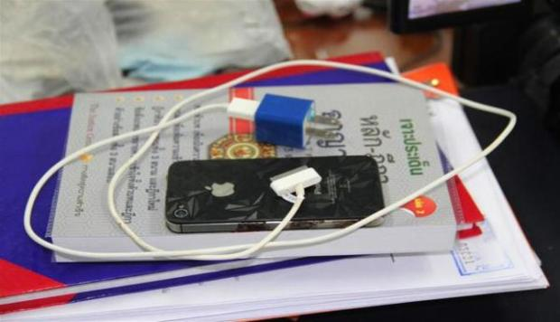 iPhone Esploso 620x356 Thailandia: Muore rispondendo alliPhone, colpa del caricabatterie non originale