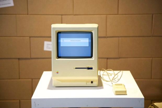 AAA 2493 620x413 All About Apple: presentata la nuova sede a Savona del museo Apple più fornito del mondo