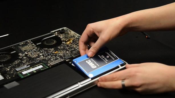 Sostituzione SSD 1024x576 614x345 Grazie a un coupon su BuyDifferent è possibile acquistare espansioni di memoria, dischi fissi, unità SSD per Mac e iDevice usati con spedizione gratuita.
