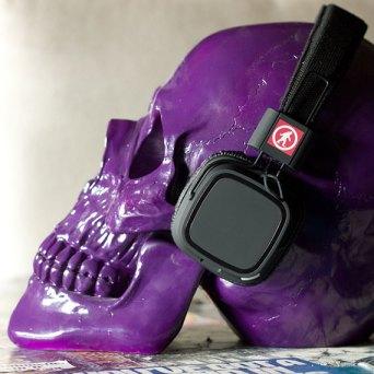 privates-wireless-headphones-lifestyle-2-570x570