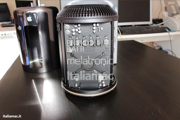 Apple MacPro Black Italiamac 005 620x413 Abbiamo provato il nuovo Mac Pro, il gioiello nero di Apple. Impressioni e galleria fotografica.