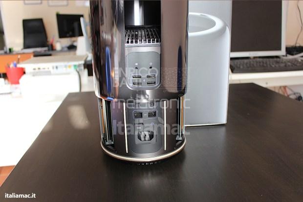Apple MacPro Black Italiamac 009 620x413 Abbiamo provato il nuovo Mac Pro, il gioiello nero di Apple. Impressioni e galleria fotografica.