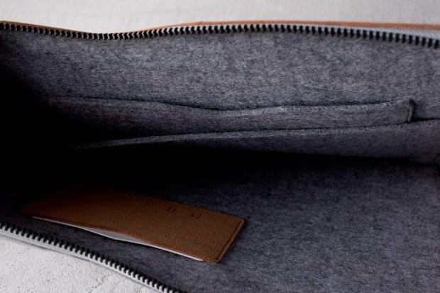 13-Macbook-Folio-Sleeve-Tan-Lifestyle-008