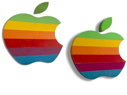 applelogo1 620x465 Le prime insegne del logo dellAzienda di Cupertino, vengono battute allasta