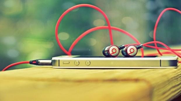 iphonebeats 620x348 Dr. Dre un uomo visionario proprio come Steve Jobs