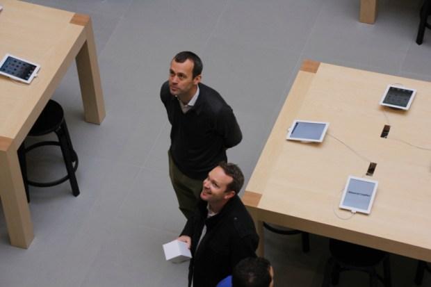 appleretail 620x413 In tutti gli Apple Store statunitensi e nel resto del mondo, tutti i dipendenti avranno una divisa unificata