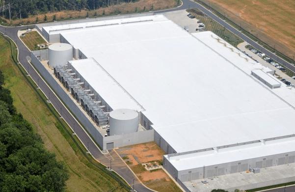 ncappledatacenter Lisa Jackson, una battaglia per le azienda fornitrici di Apple per le energie rinnovabili