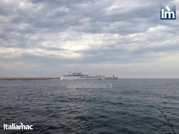 yatch venus steve jobs brindisi 02 620x465 Le foto esclusive di Italiamac dello Yatch Venus di Steve Jobs (ora di Laurene) ormeggiato nel porto di Brindisi nellAdriatico