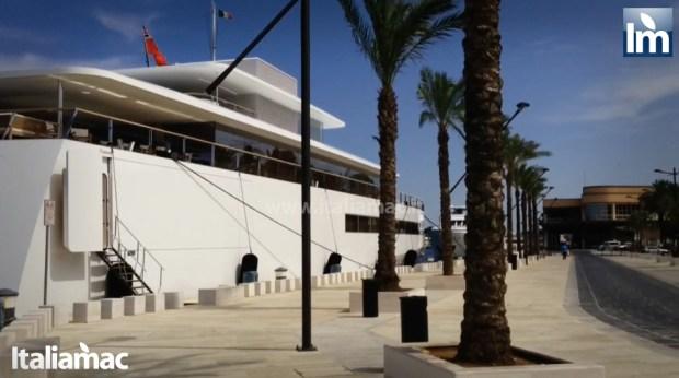 yatch venus steve jobs brindisi 10 620x346 Le foto esclusive di Italiamac dello Yatch Venus di Steve Jobs (ora di Laurene) ormeggiato nel porto di Brindisi nellAdriatico
