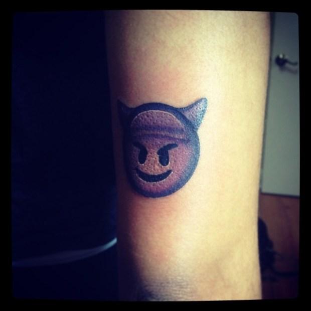 Tattoo Emoji Devil 620x620 Ecco 15 tatuaggi di Emoji che vi lasceranno senza parole