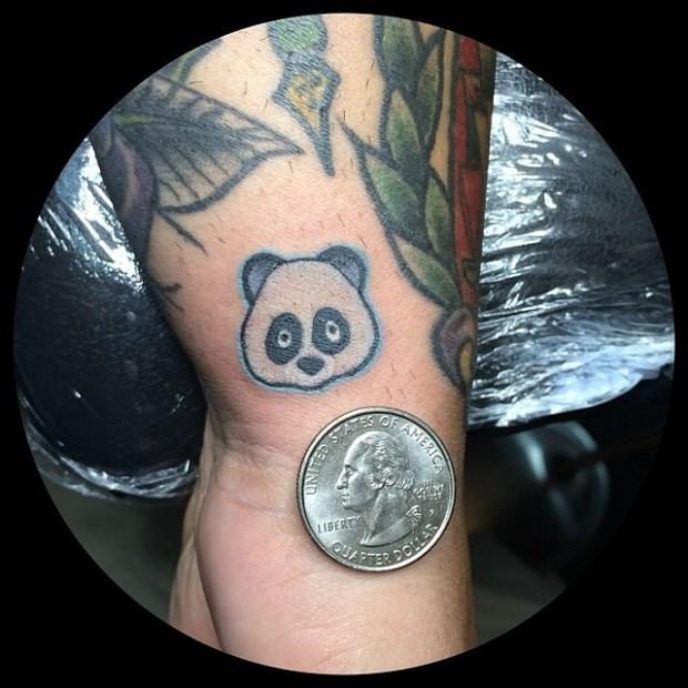 Tattoo Emoji Panda 620x620 Ecco 15 tatuaggi di Emoji che vi lasceranno senza parole