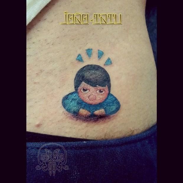 emoji tattoo boy 620x620 Ecco 15 tatuaggi di Emoji che vi lasceranno senza parole